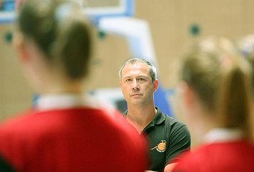 Etienne Louvrier et ses filles poursuivent leur parcours sans faute (photo: FIBAEurope.com)