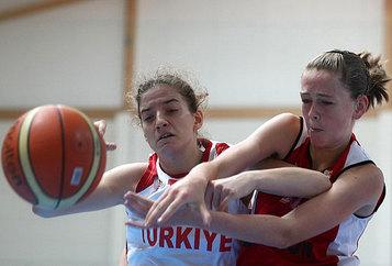 Un gros duel entre Emma Meesseman (24pts, 12 rbds) et Kavurmacioglu (photo: FIBA Europe.com)