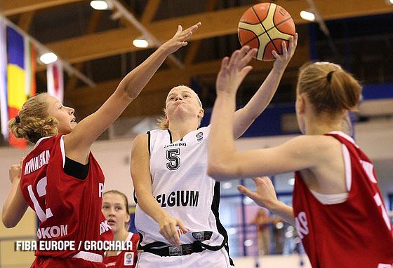 Julie Van Loo dans le cinq de l'Euro (photo: FIBA Europe/Lukasz Grochala)