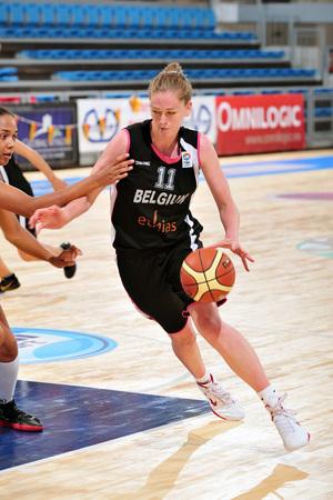 17 pts, 16 rebonds et un traitement sans ménagement made in Italy pour Emma Meessman (photo: FIBA Europe/Viktor Rébay)