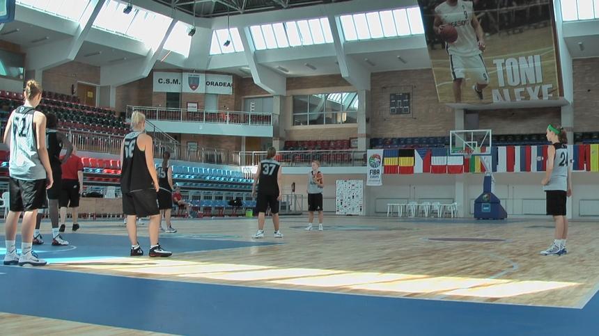 Entraînement en fin de matinée dans l'Arena Toni Alexe