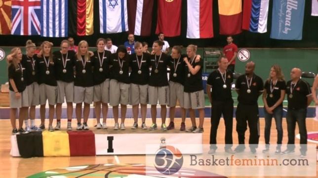 Le podium, les médailles d'or, Julie Vanloo, MVP