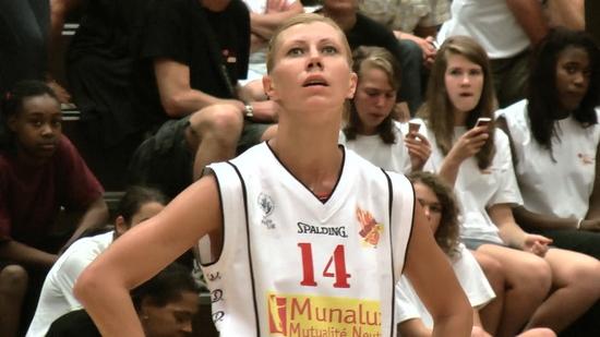Oksana Agabalova sous le maillot du Novia... du Dexia Namur Capitale, mais toujours un regard vers le haut