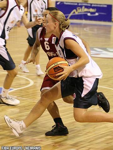 Julie Van Loo (FIBAEurope/Neimanis), un départ idéal