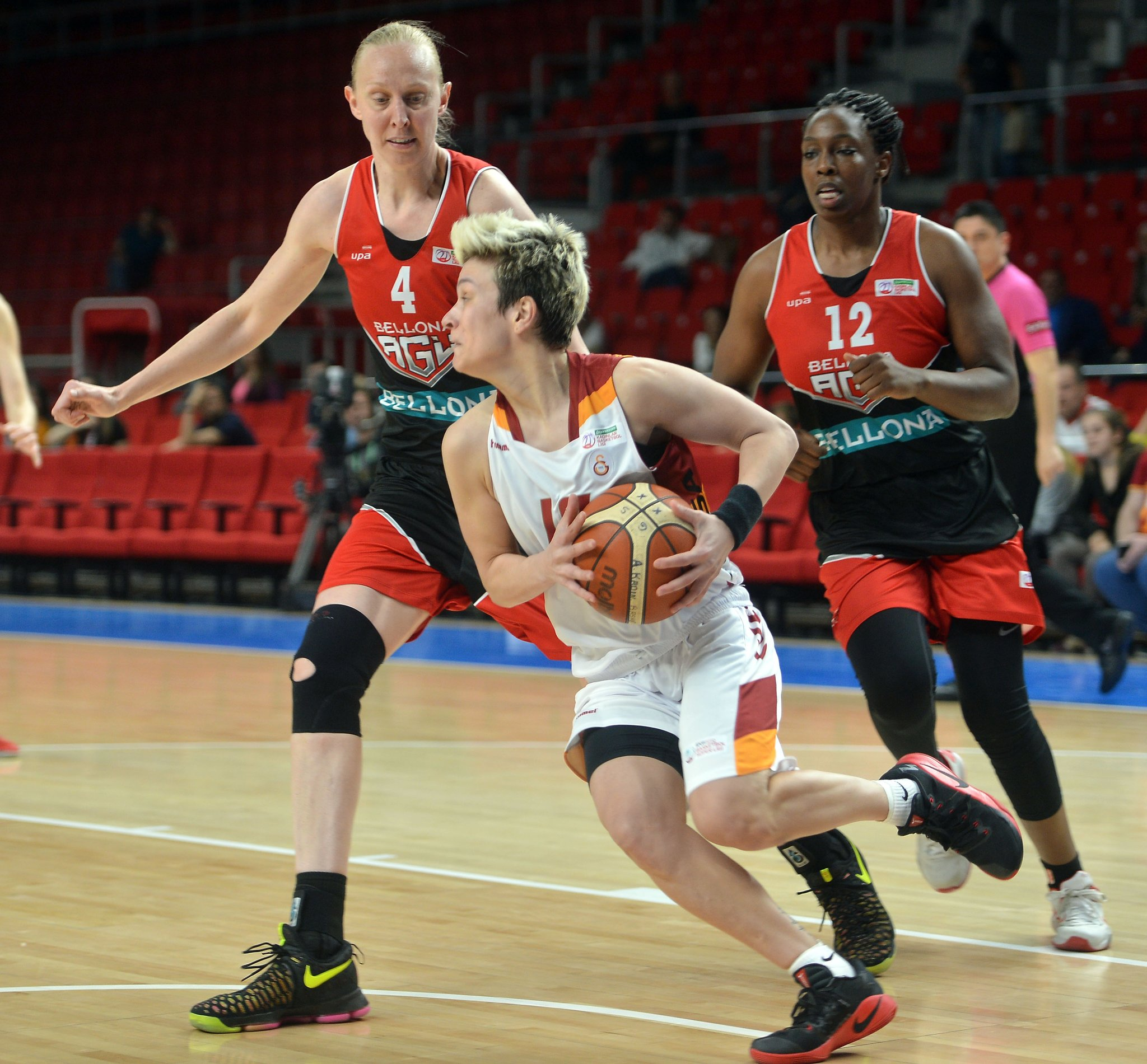 Ann Wauters face à Galatasaray (photo: @GSBasketbol)