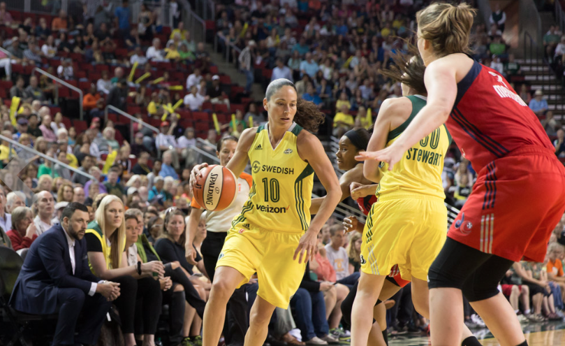 Sue Bird face à Emma Meesseman (photo: storm.wnba.com)