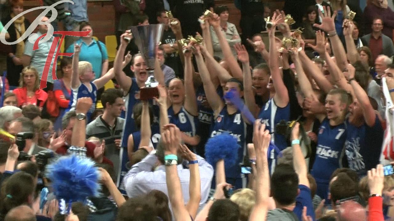 Cette année-là: 2012, le triomphe bleu, Crack Blue Cats réussit le doublé