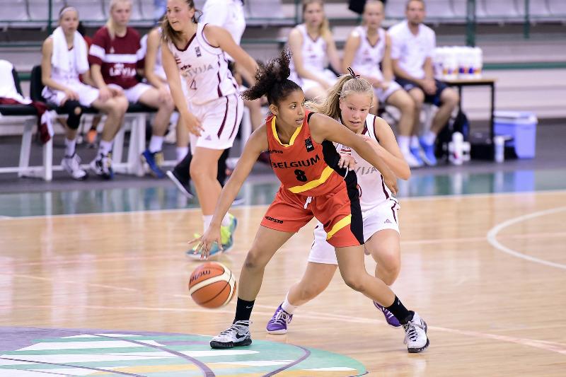 Lieve Lukusa face aux Lettones (photo: FIBA Europe.com/Viktor Rebay)